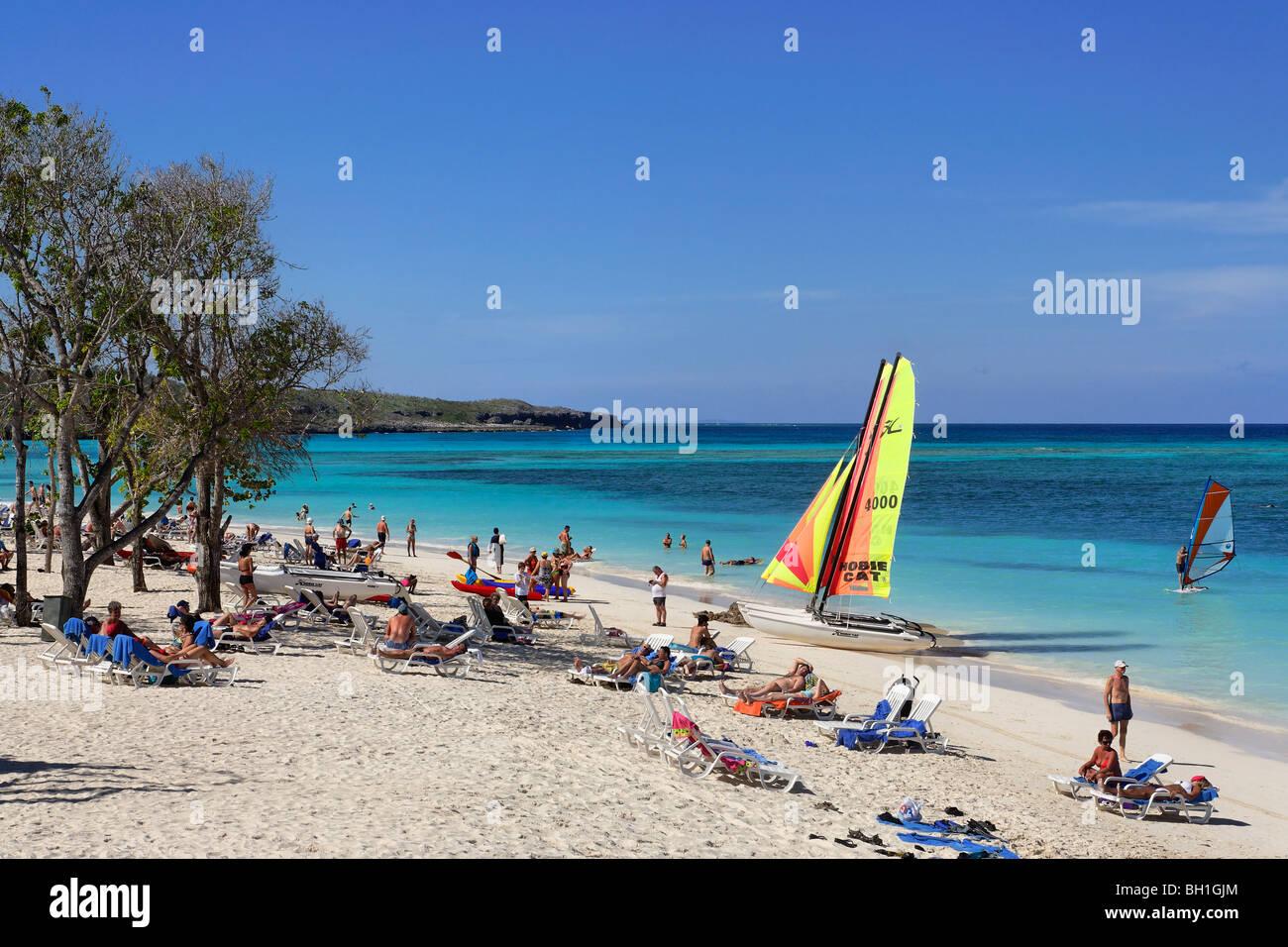 Playa de arena, Club Amigo Atlantico, Guardalavaca, Holguín, Cuba, Las Antillas Imagen De Stock