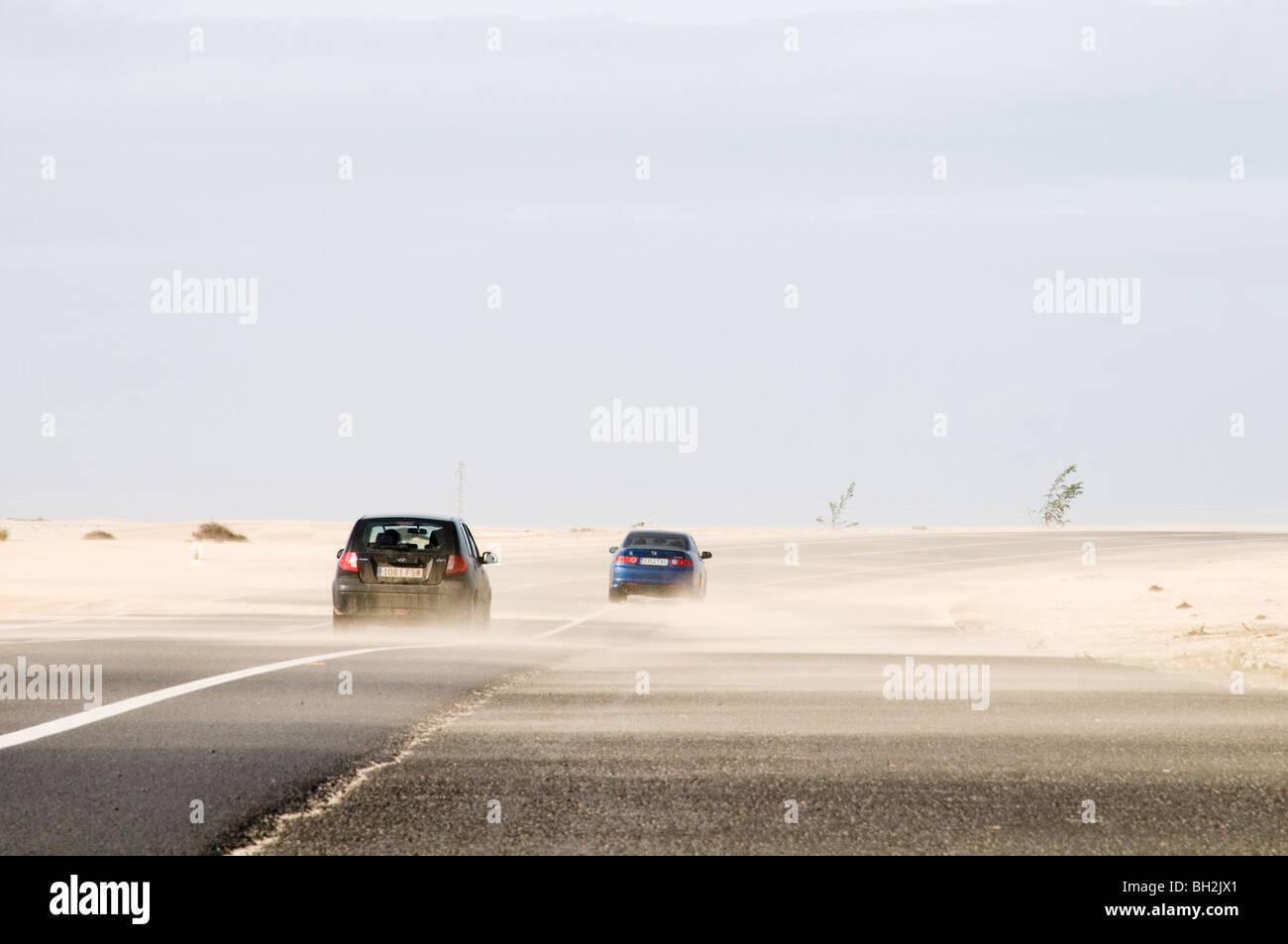 Desierto de Arena arena carreteras carretera carretera superficies superficie resbaladiza conductor conducción Imagen De Stock