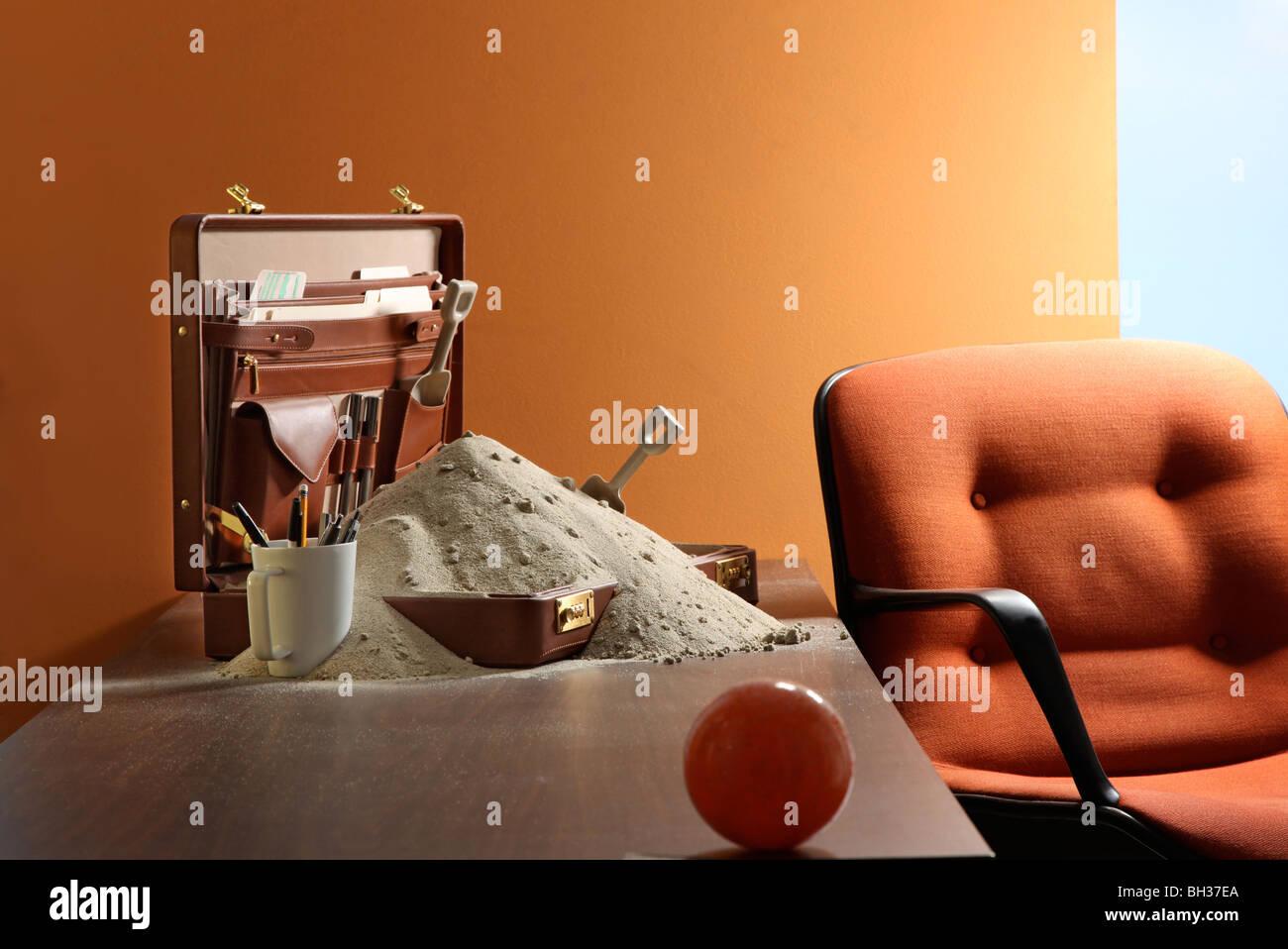 Montón de arena de playa en escritorio Imagen De Stock