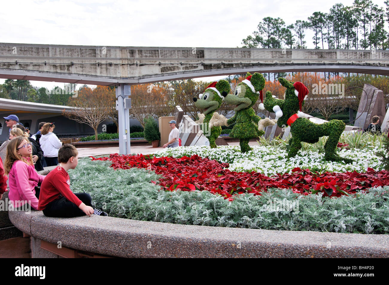 Goofy, Mickey y Minnie Mouse esculturas florales, Disneyworld, en Orlando, Florida, EE.UU. Foto de stock