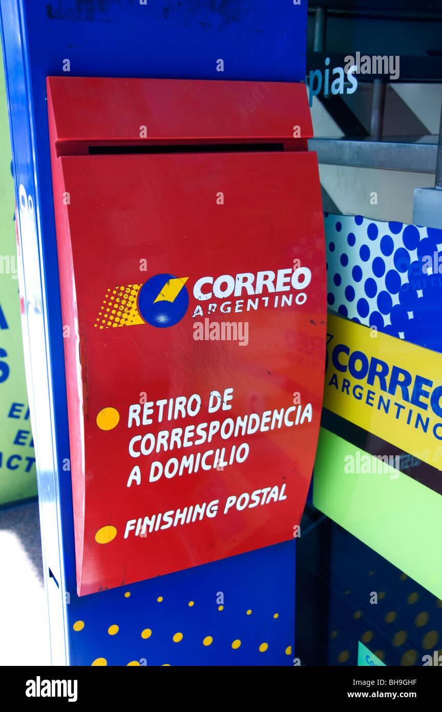 Correo de la Ciudad de Buenos Aires, Argentina Post office Box correo letras rojas. Imagen De Stock