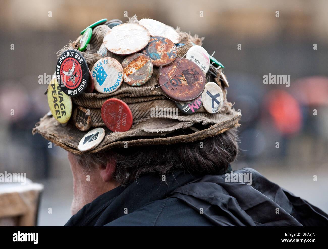 Un primer plano del sombrero de Brian Haw, el manifestante que viven en un campamento de la paz en la Plaza del Imagen De Stock