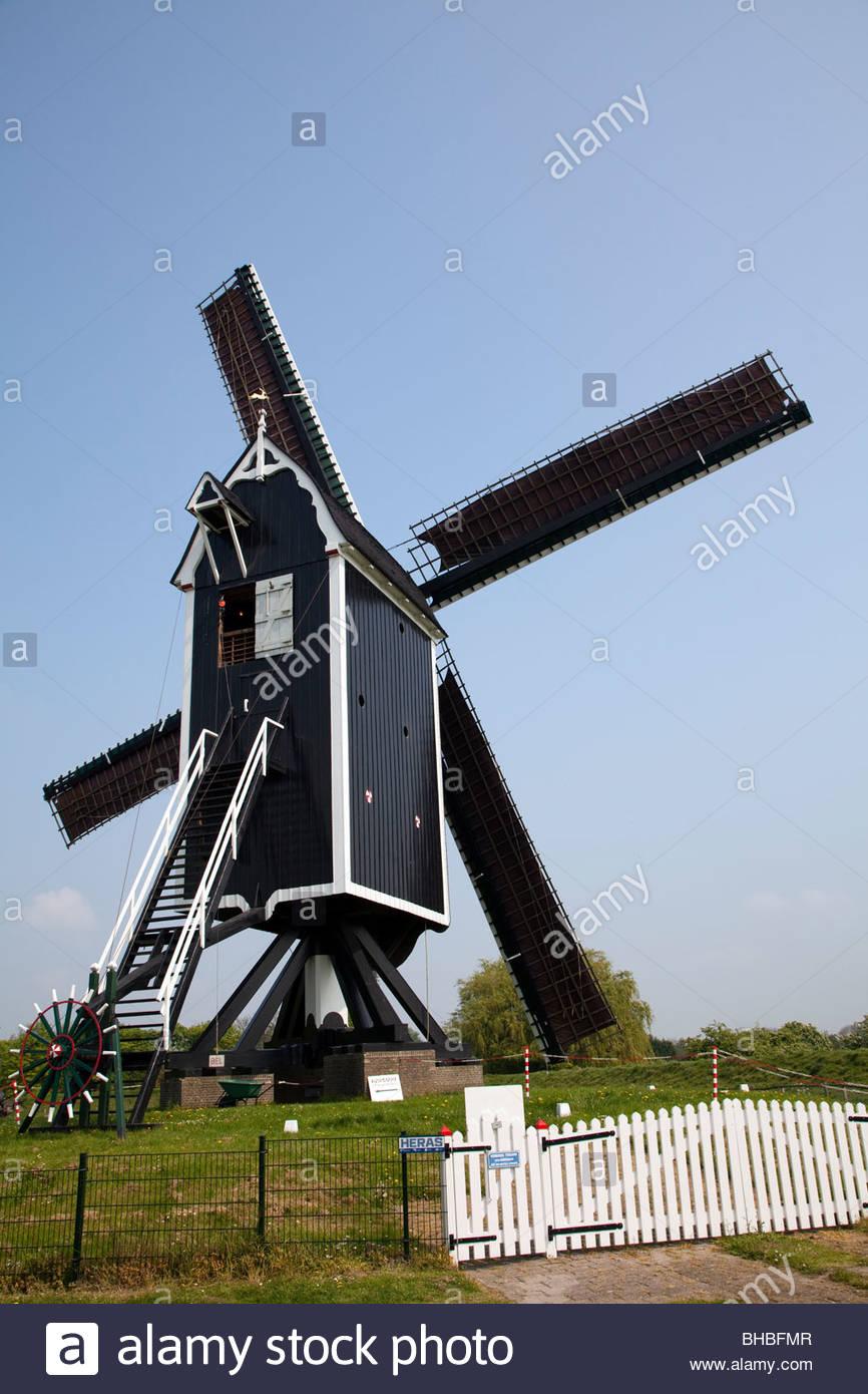 Benelux blauw Brielle Europa holandés helder Holland lente mill molen Holanda stad antiguo molino vestingstad Imagen De Stock