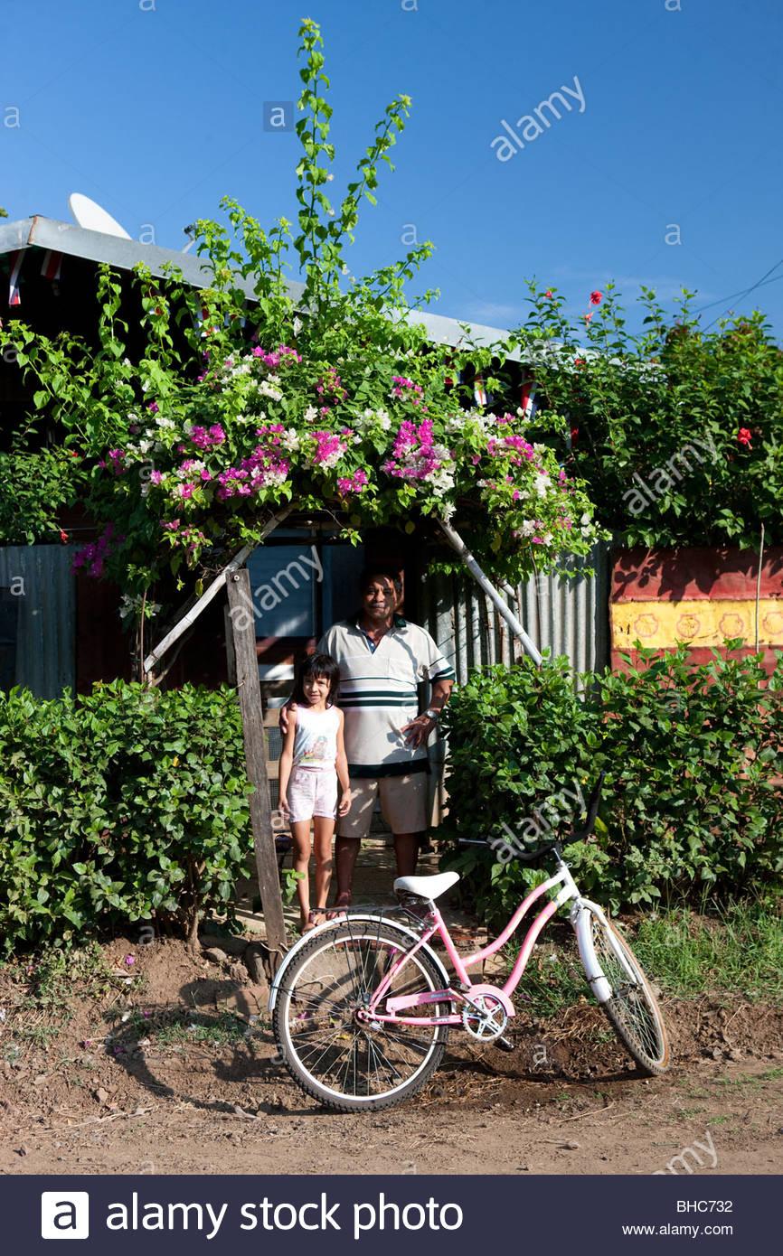 Padre e hija en Paraíso, Costa Rica Imagen De Stock