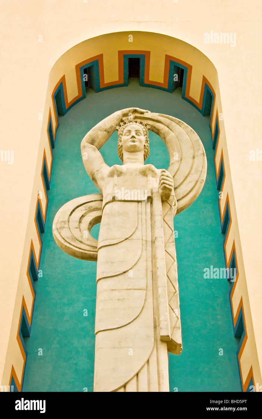"""""""Confederación"""" monumento delante del edificio centenario en Fair Park, Dallas, Texas Foto de stock"""