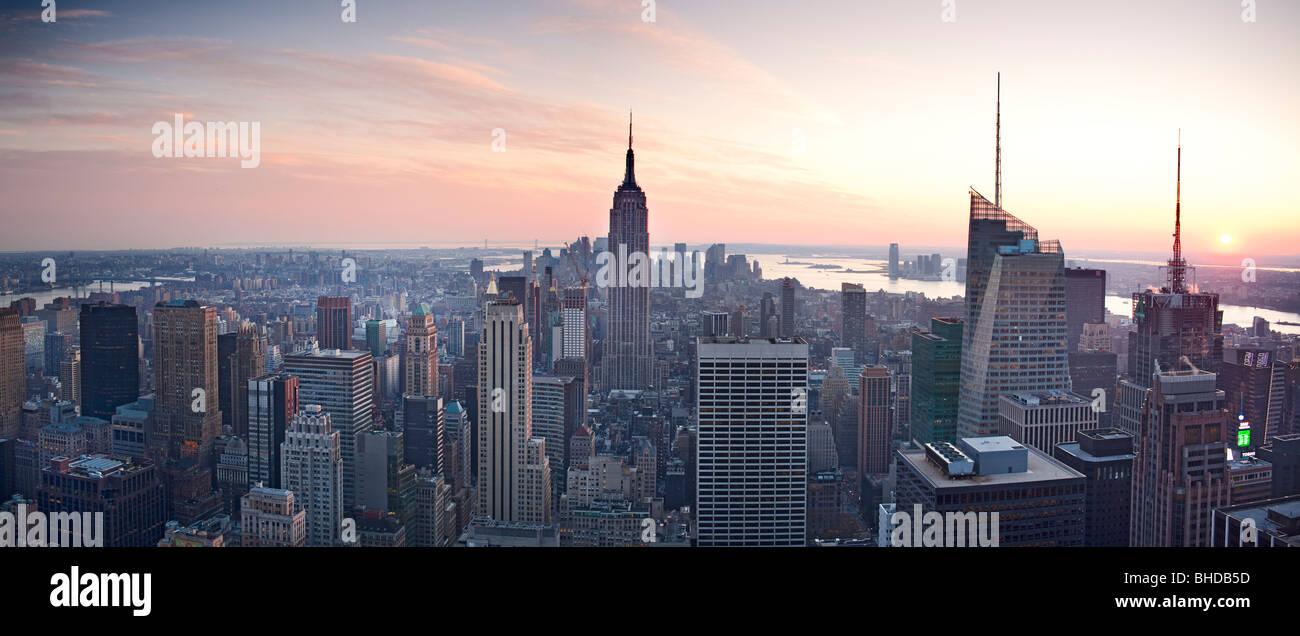 Vista elevada del edificio Empire State vistos al atardecer Imagen De Stock