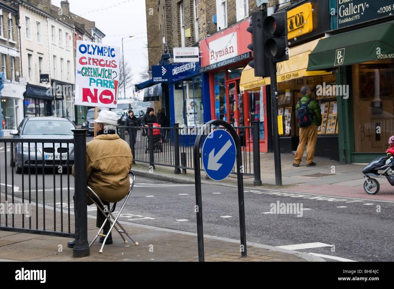 Un manifestante en Blackheath contra el uso de Greenwich Park para los Olímpicos del 2012 Imagen De Stock