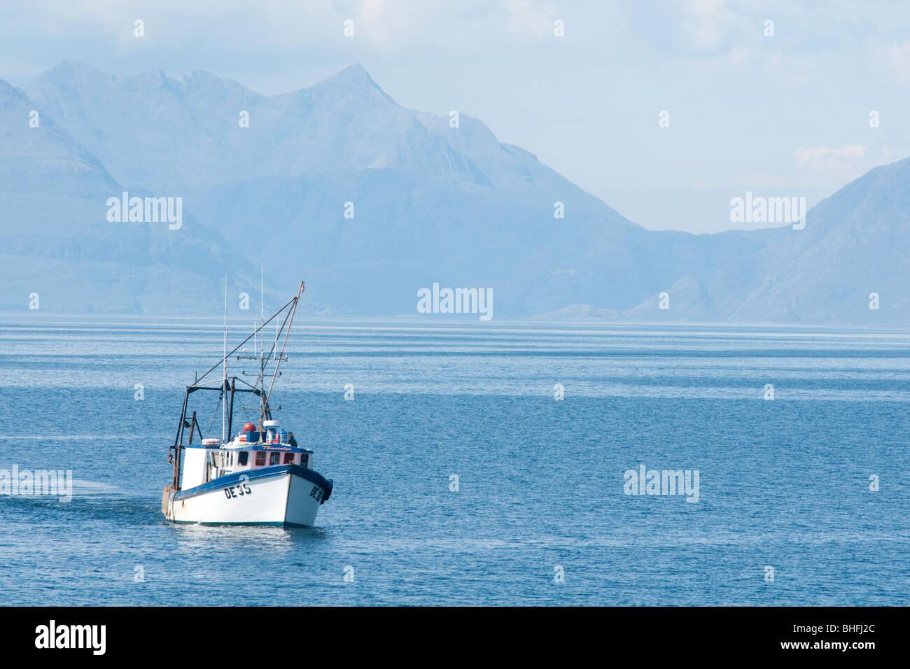 Buque de pesca Tamaralyn35 El Inner Hebrides Foto de stock