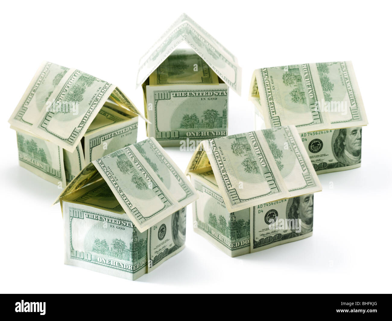 Casas rurales aisladas de cinco dólares sobre blanco Imagen De Stock