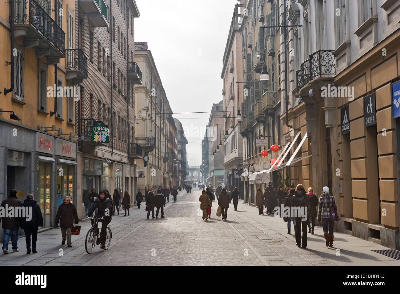 Las tiendas de Via Lagrange en el centro histórico de Turín, Piamonte, Italia Foto de stock