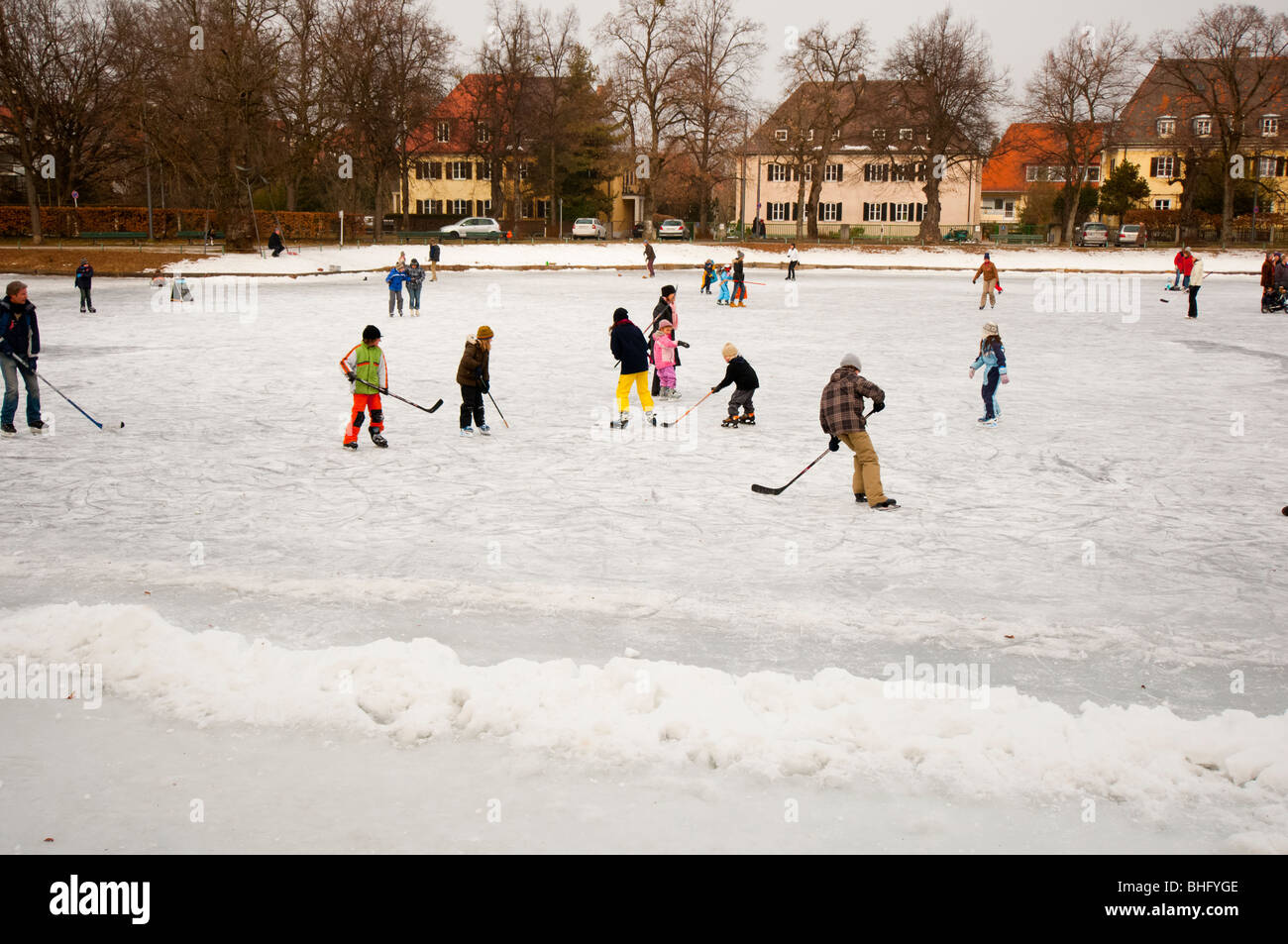 Diversión en lago congelado Imagen De Stock