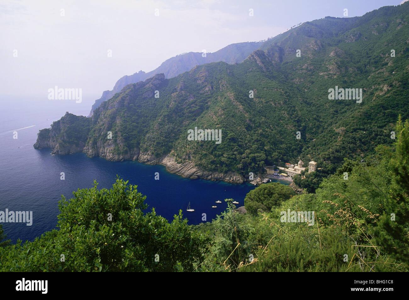 Geografía / viajes, Italia, paisajes, vistas de la bahía con la abadía de San Fruttuoso di Capodimonte, Imagen De Stock