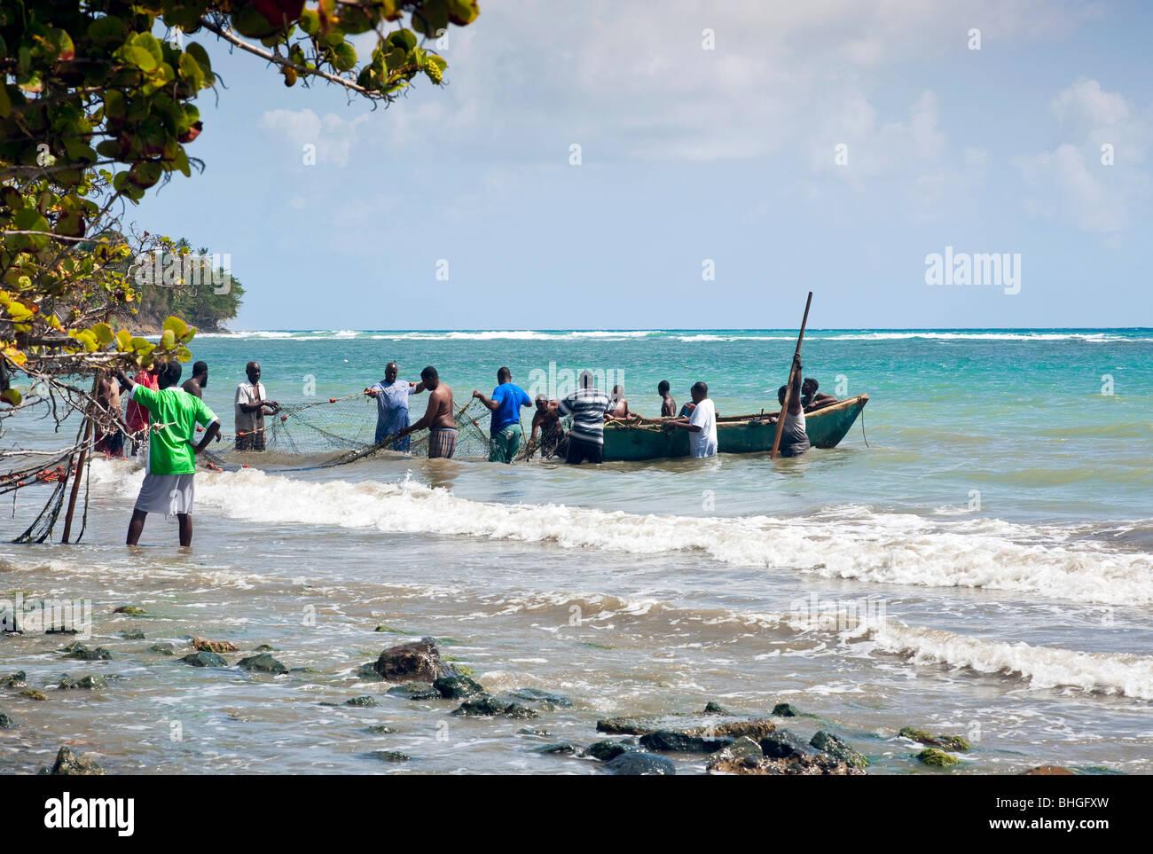 Seine net pesca de bajura Rockly Bay Tobago Imagen De Stock