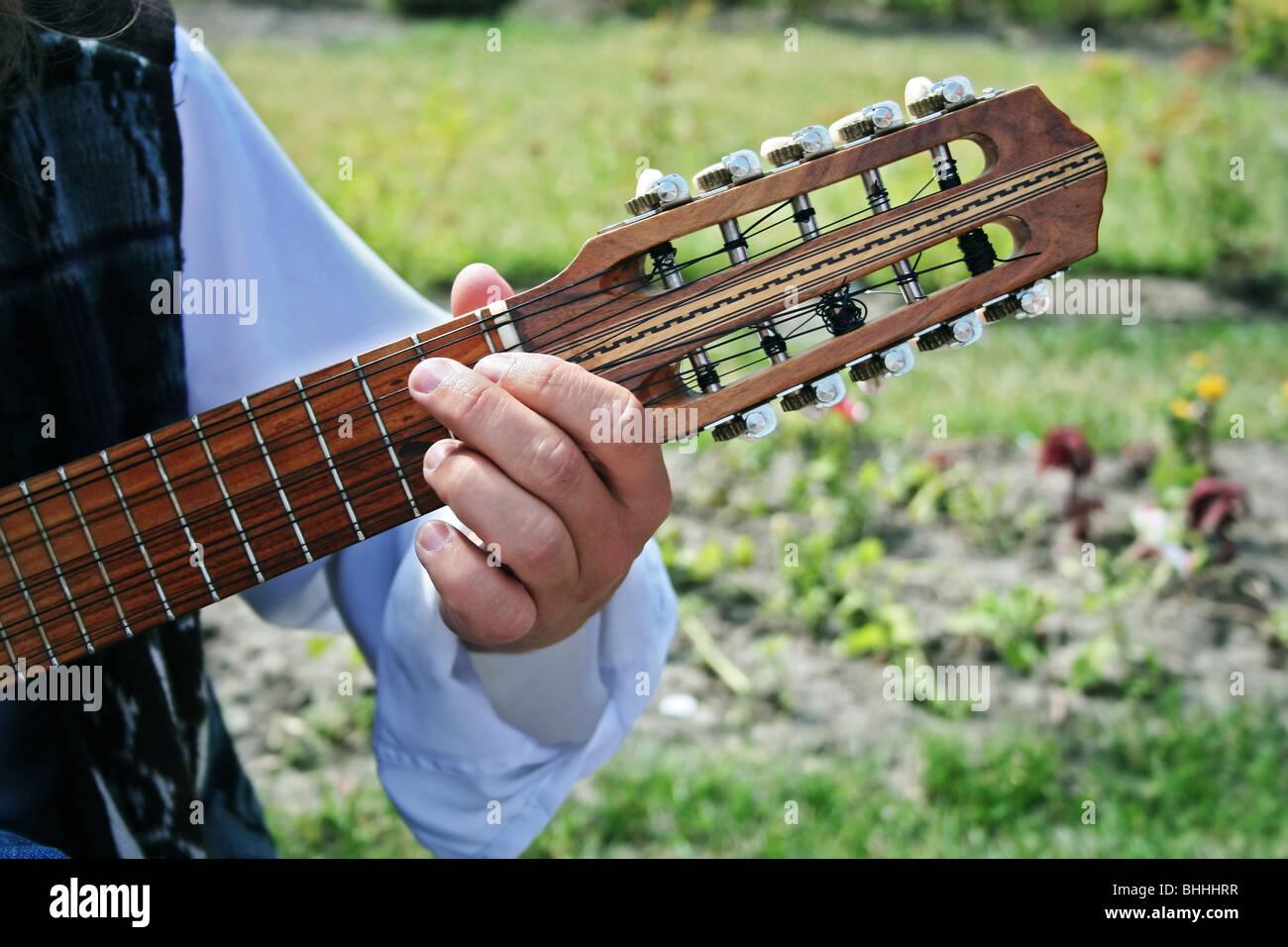 La guitarra de diez cuerdas boliviano llamado charango. Imagen De Stock c4ca570d0ce