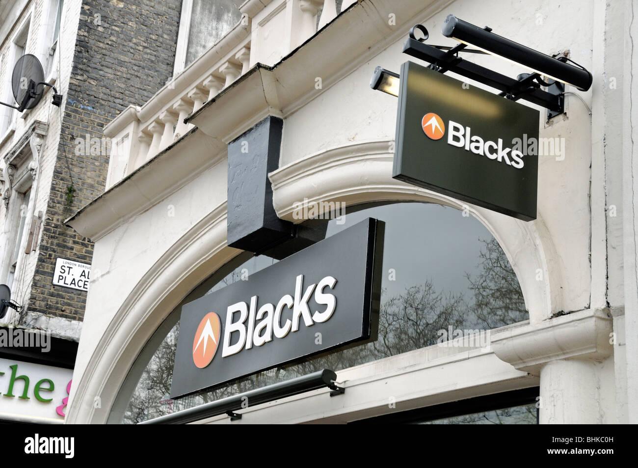 Los negros tienda de equipamiento exterior firmar Islington Londres England Reino Unido Imagen De Stock