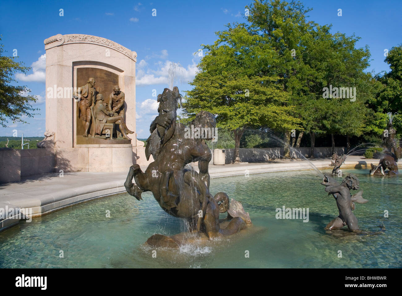 Fuente de agua del Capitolio del Estado de Missouri y estatuas en Jefferson City, Missouri Imagen De Stock
