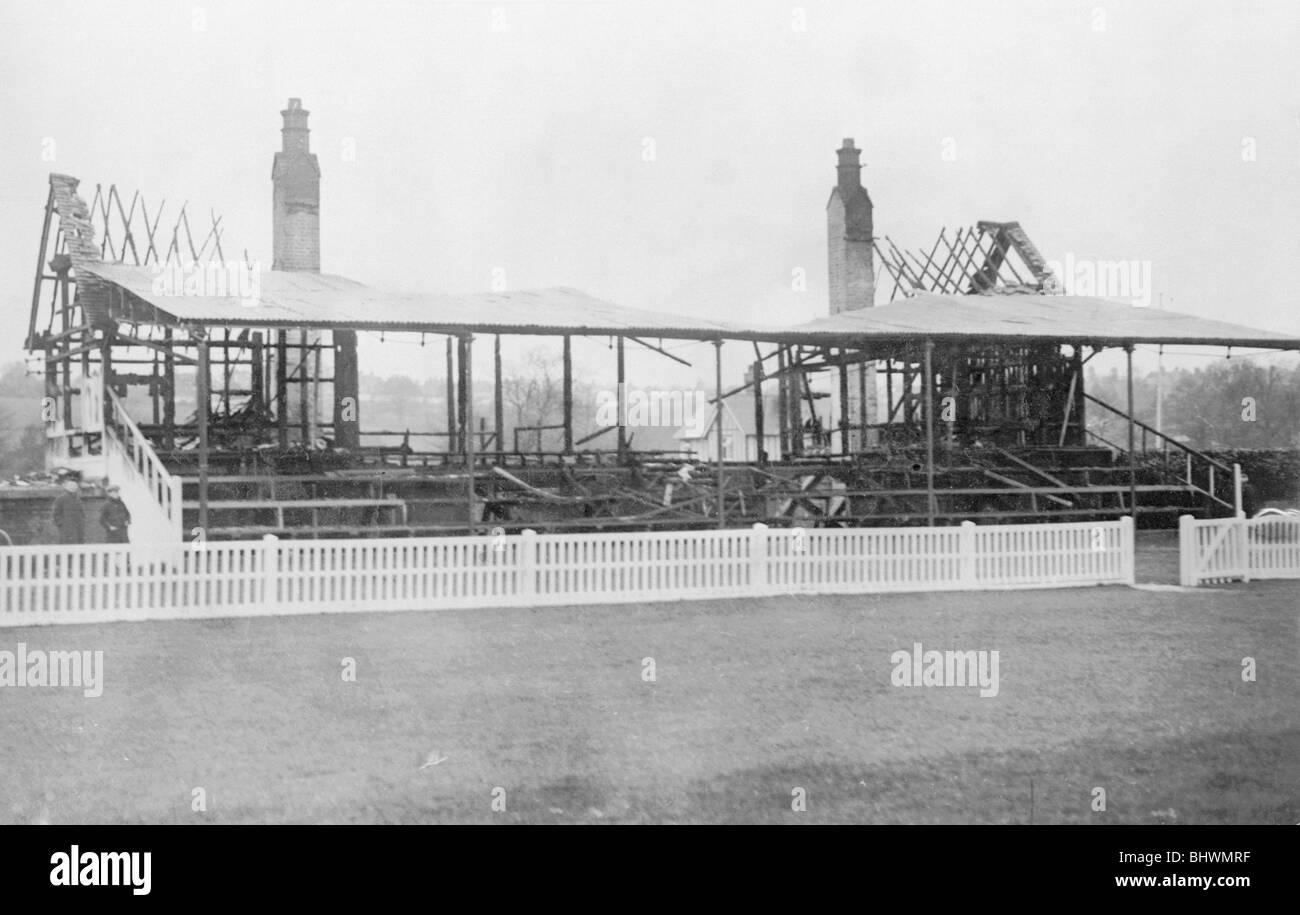 Un hipódromo stand destrozado por suffragettes en 1913. Imagen De Stock