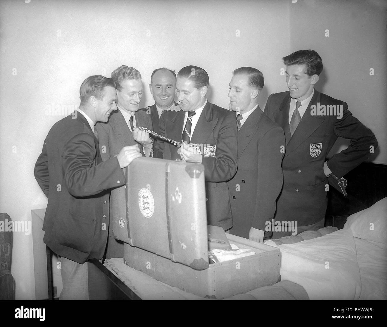 Copa del Mundo de Inglaterra 1950 squad poco antes de partir a Brasil jugadores incluyen Stan Mortensen, junio de 1950 Foto de stock