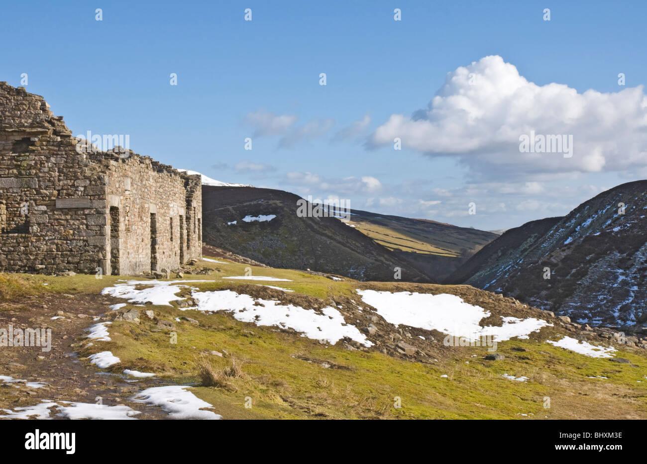 Las ruinas de rendirse olía Mill, Swaledale, Yorkshire Dales National Park. Parte de los restos de la industria Imagen De Stock