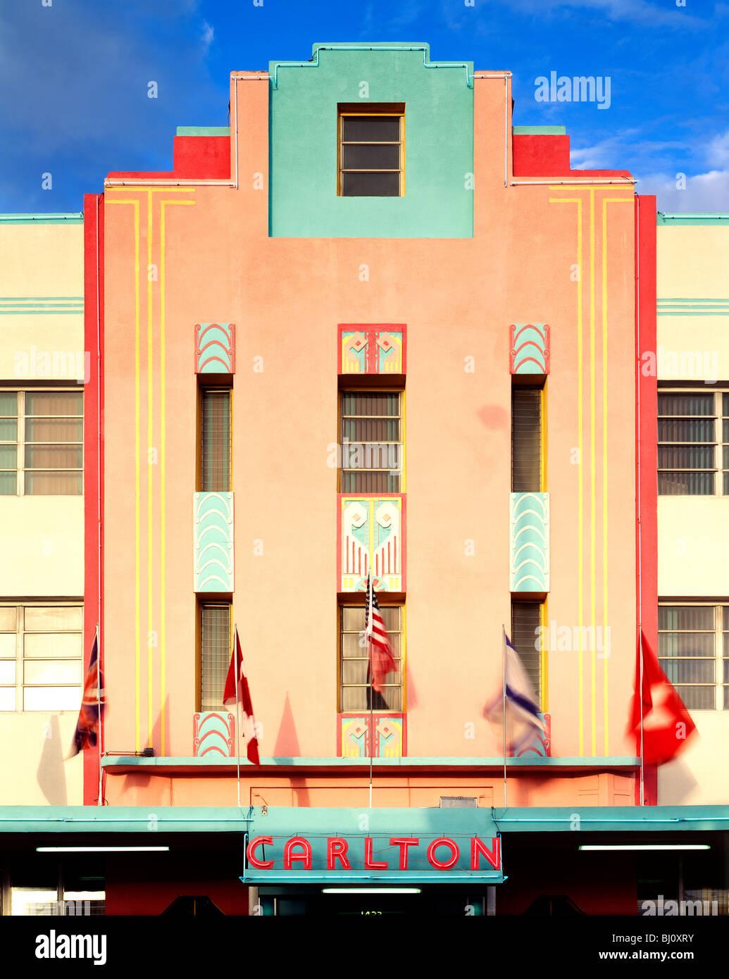 Carlton Hotel edificio de estilo arquitectónico Art Deco en la revitalizada South Beach, Miami, Florida, EE.UU. Foto de stock