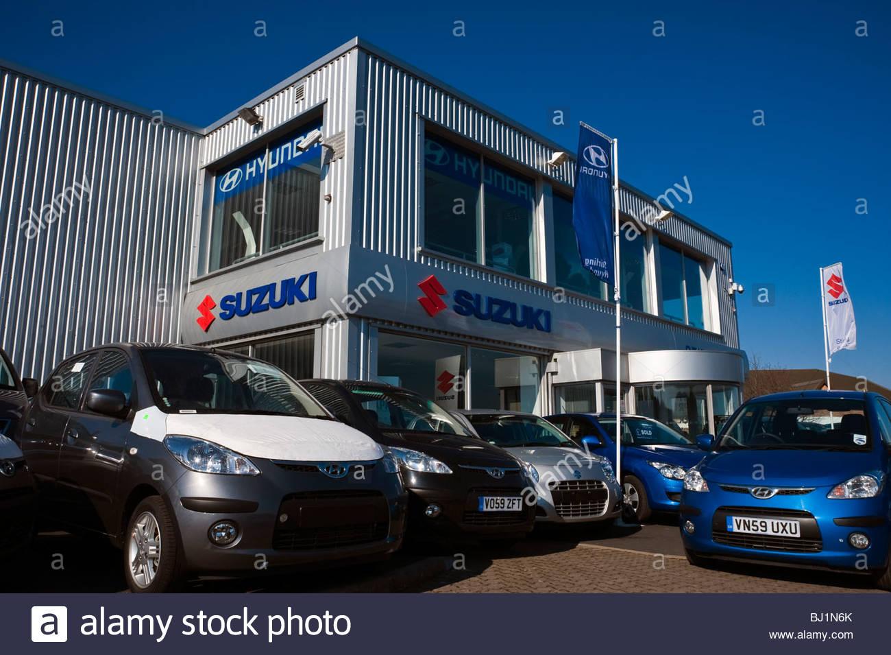 Concesionario de venta de automóviles Suzuki en Callow, cerca de Hereford, Reino Unido. Coches nuevos en concesionarios Imagen De Stock