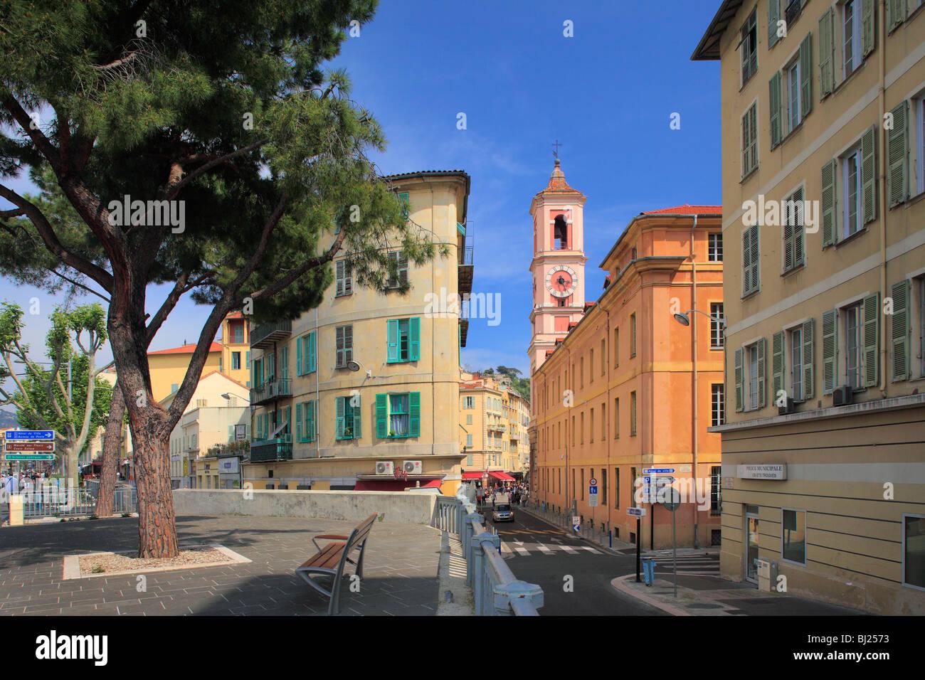 """Escena callejera en la """"Vieille Ville"""" (la ciudad vieja) parte de Niza en la riviera francesa Imagen De Stock"""