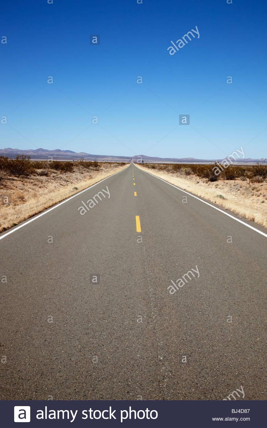 Largo recto camino abierto State Road 9 suroeste de 'Nuevo México' Foto de stock