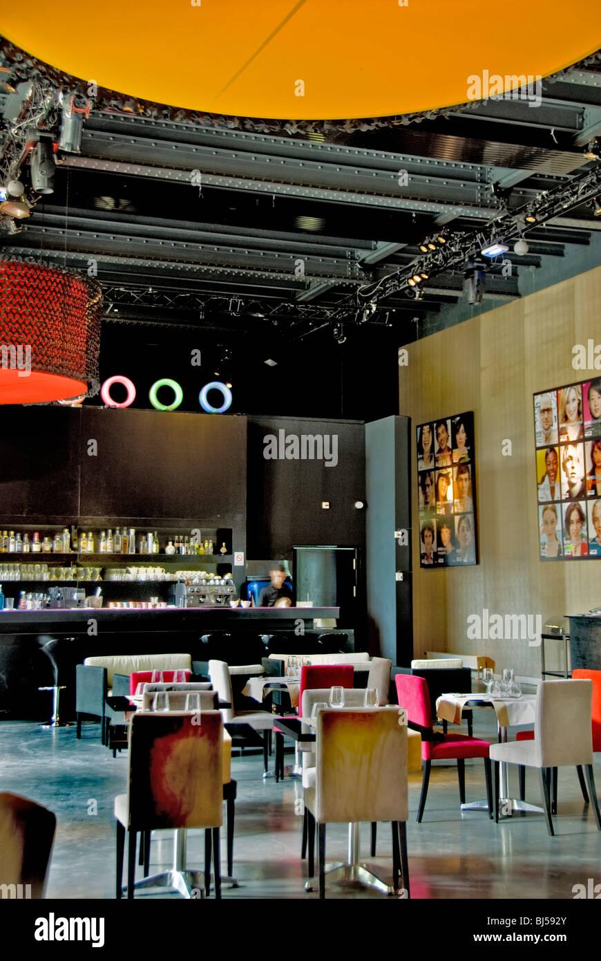 par s francia el restaurante franc s 39 mini palais 39 en el museo grand palais comedor y bar. Black Bedroom Furniture Sets. Home Design Ideas