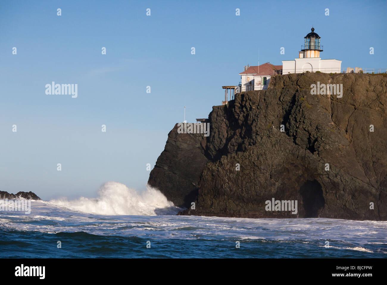 Histórico Faro de Punta Bonita, vista desde un barco, San Francisco, California, EE.UU. Imagen De Stock