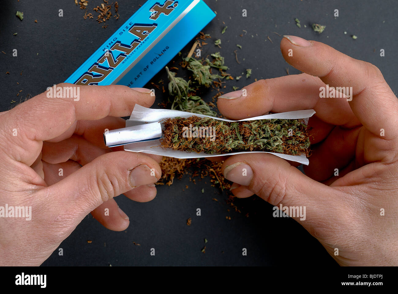****-de-****-que-se-esta-implantando-reefer-canuto-cigarrillo-de-****-bjdtpj.jpg