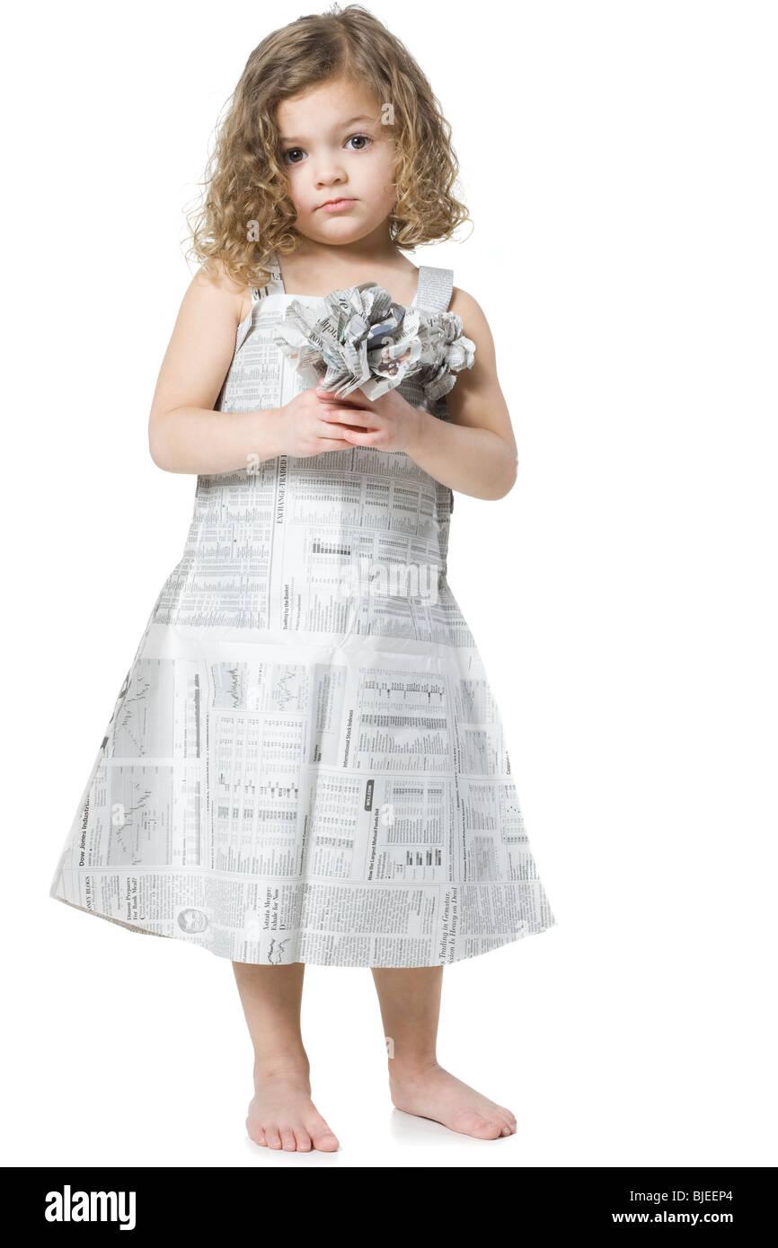 Niña En Un Periódico Vestido Foto Imagen De Stock