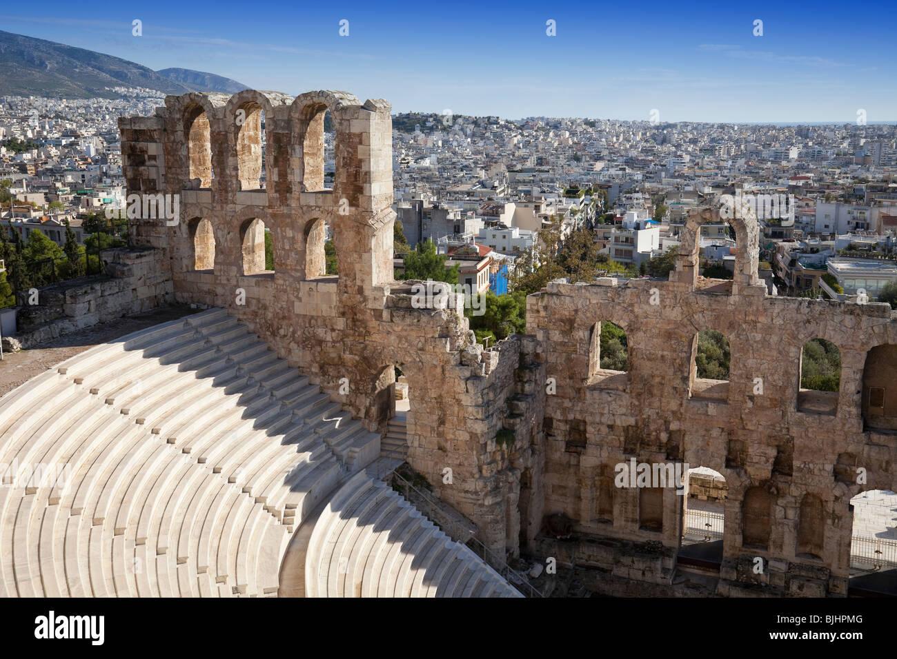 Irodium Theatre en la Acrópolis de Atenas. Imagen De Stock