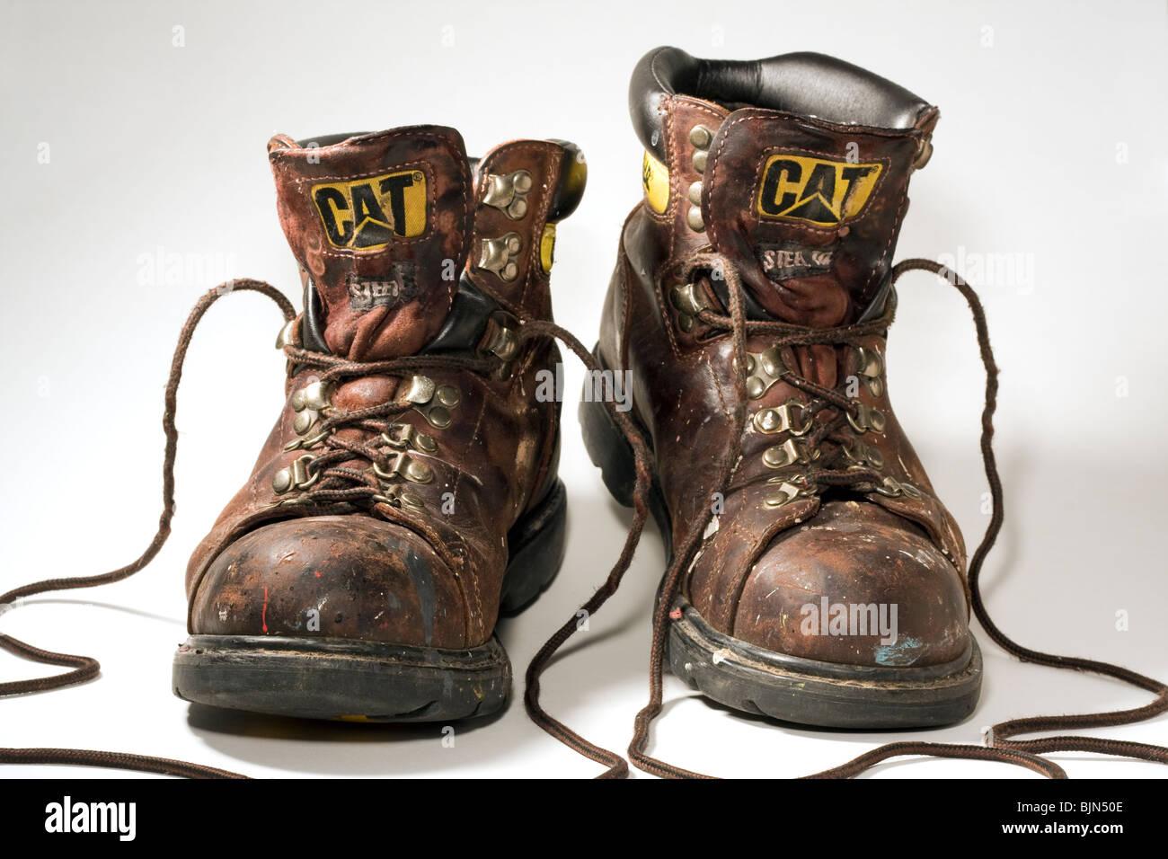 b3d2233d Puntera de acero Caterpillar botas de trabajo sobre fondo blanco ...