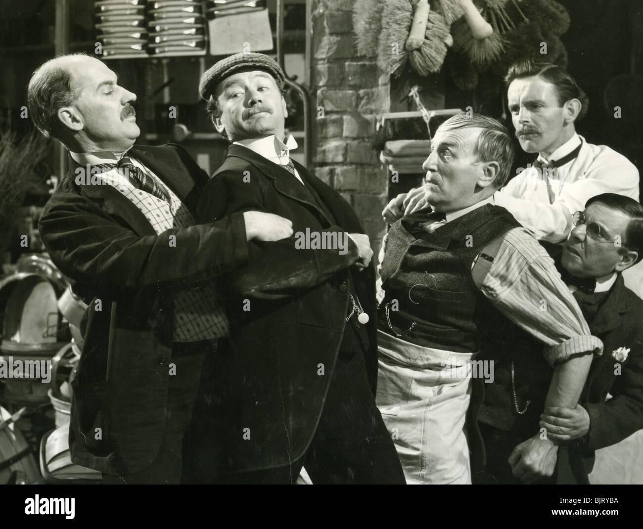 La HISTORIA DEL SEÑOR POLLY - 1948 GFD película con John Mills en la tapa Imagen De Stock