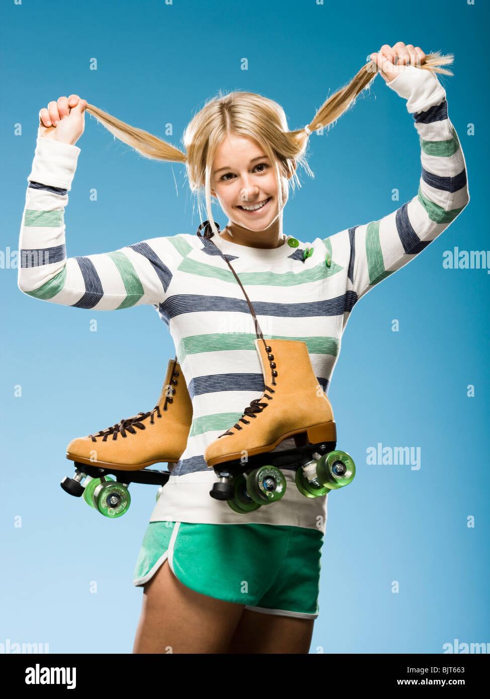 Studio retrato de mujer joven con patines Imagen De Stock