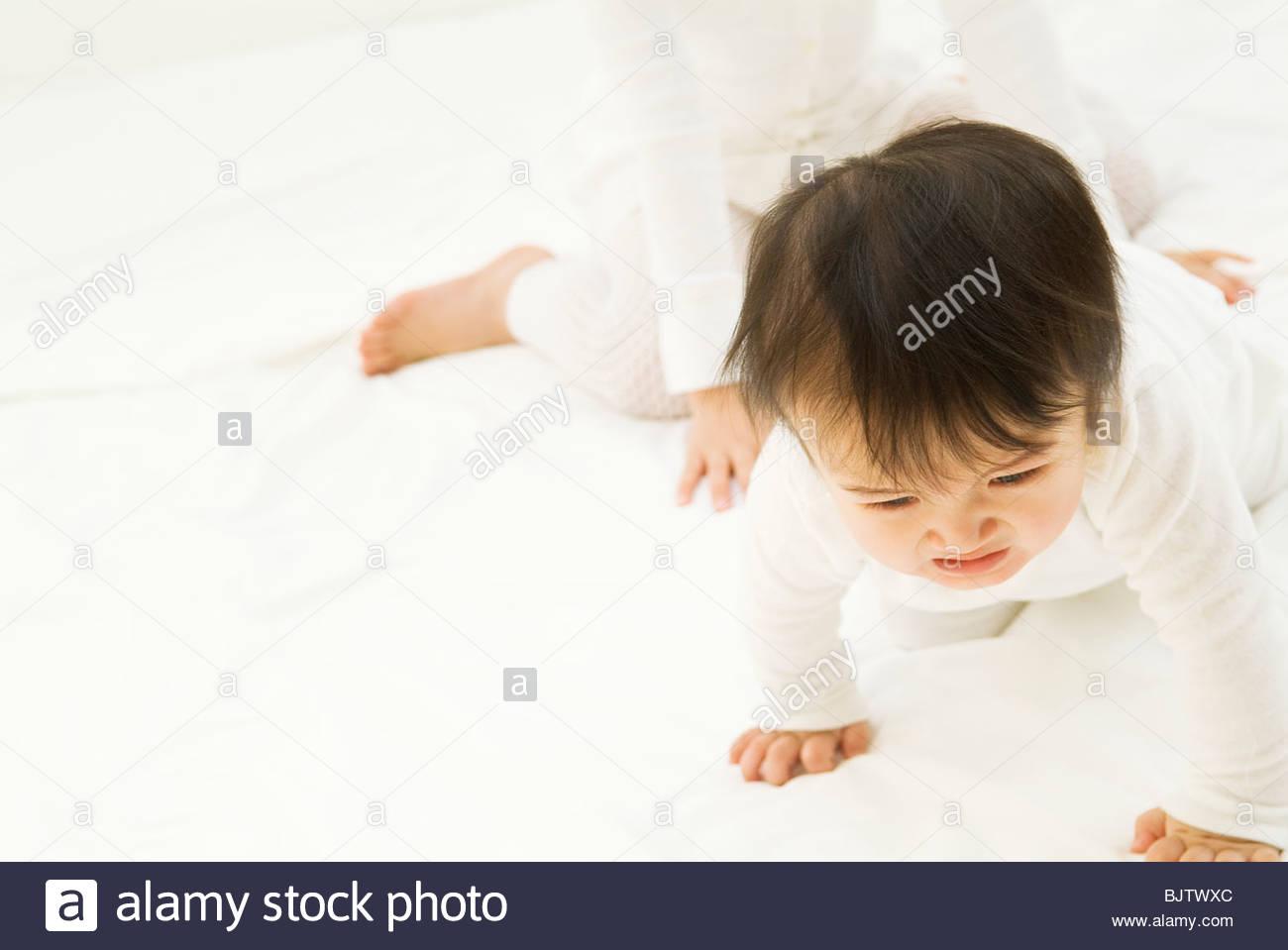 Rastreo de bebé a punto de llorar Foto de stock