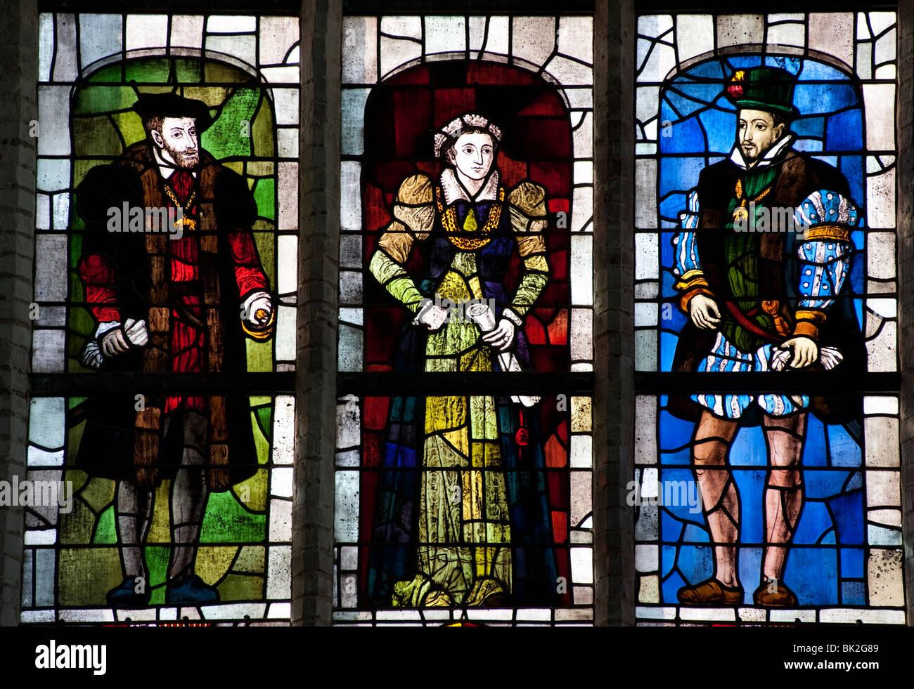 Las vidrieras de la iglesia Oude Kerk o iglesia vieja en Delft, Países Bajos Imagen De Stock