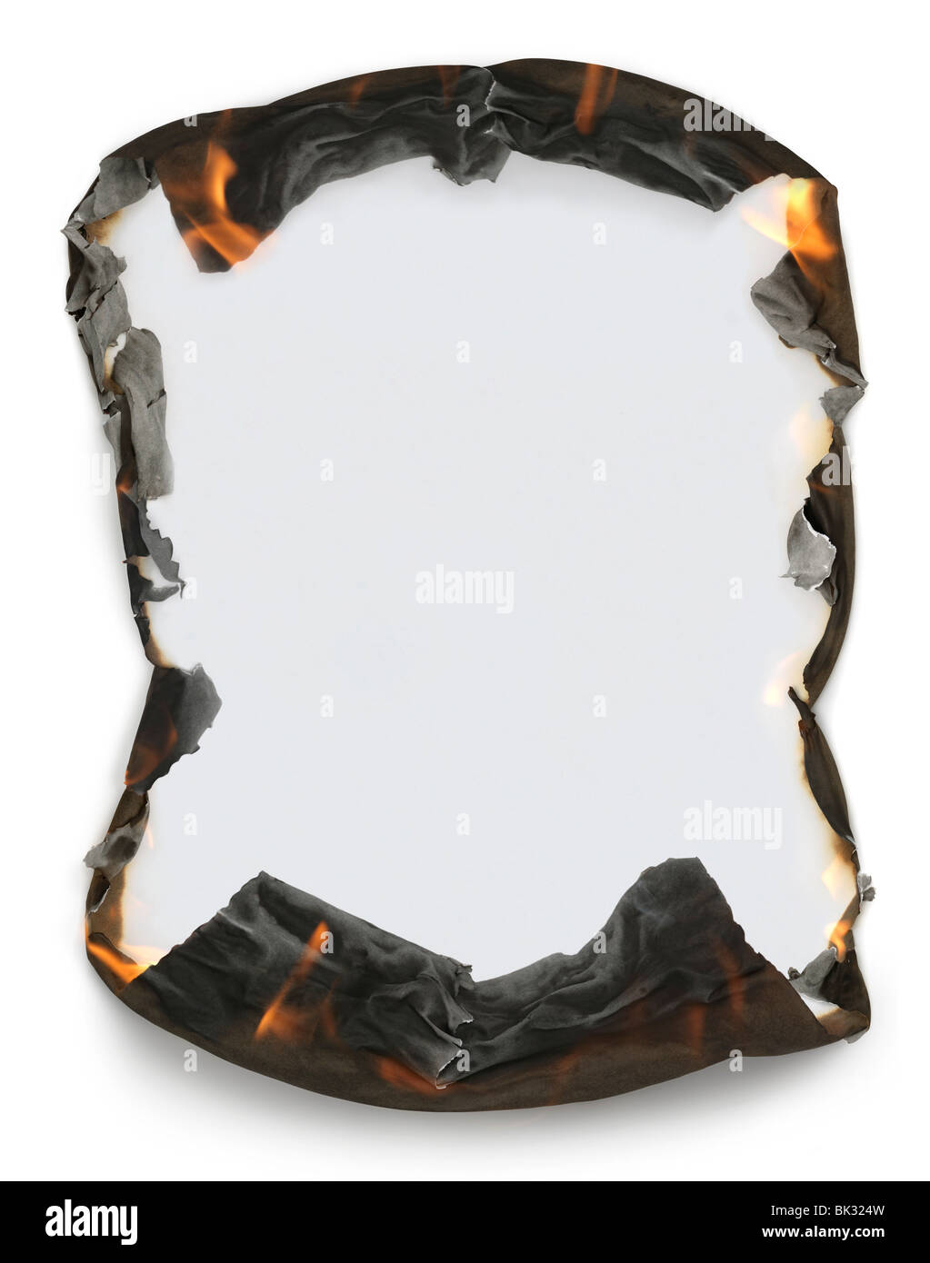 Hoja de papel en blanco con la quema de los bordes haciendo un bastidor. Aislado sobre fondo blanco con trazado Imagen De Stock