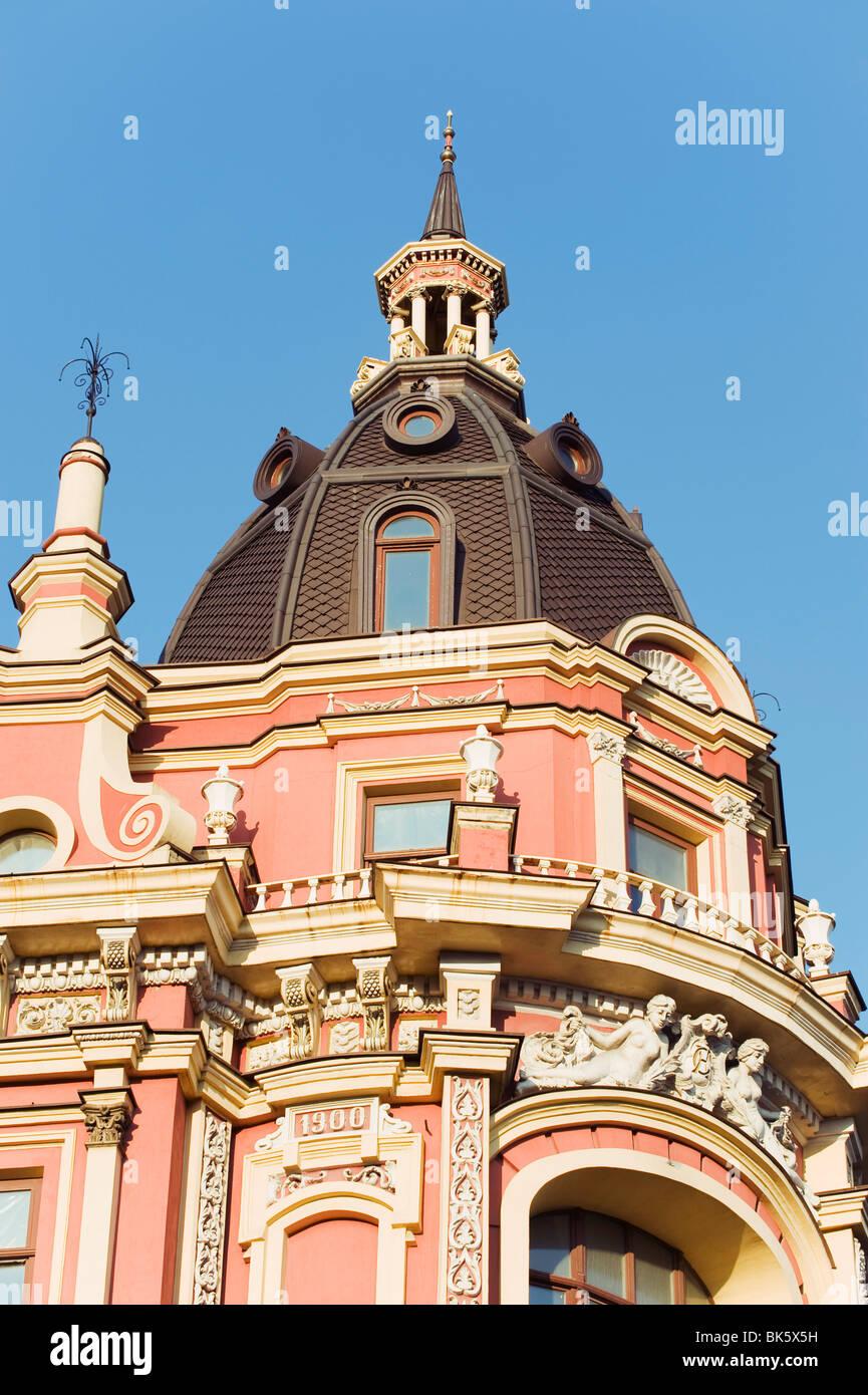 Giro de la arquitectura clásica del siglo XX, Kiev, Ucrania, Europa Imagen De Stock