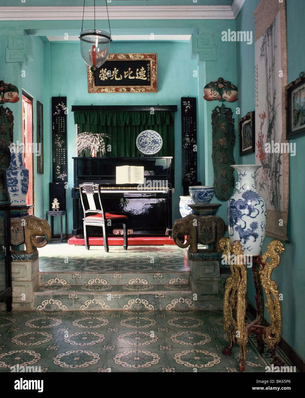 Una mezcla armoniosa de los Vietnamitas y la tradición francesa, Hue, Vietnam Imagen De Stock