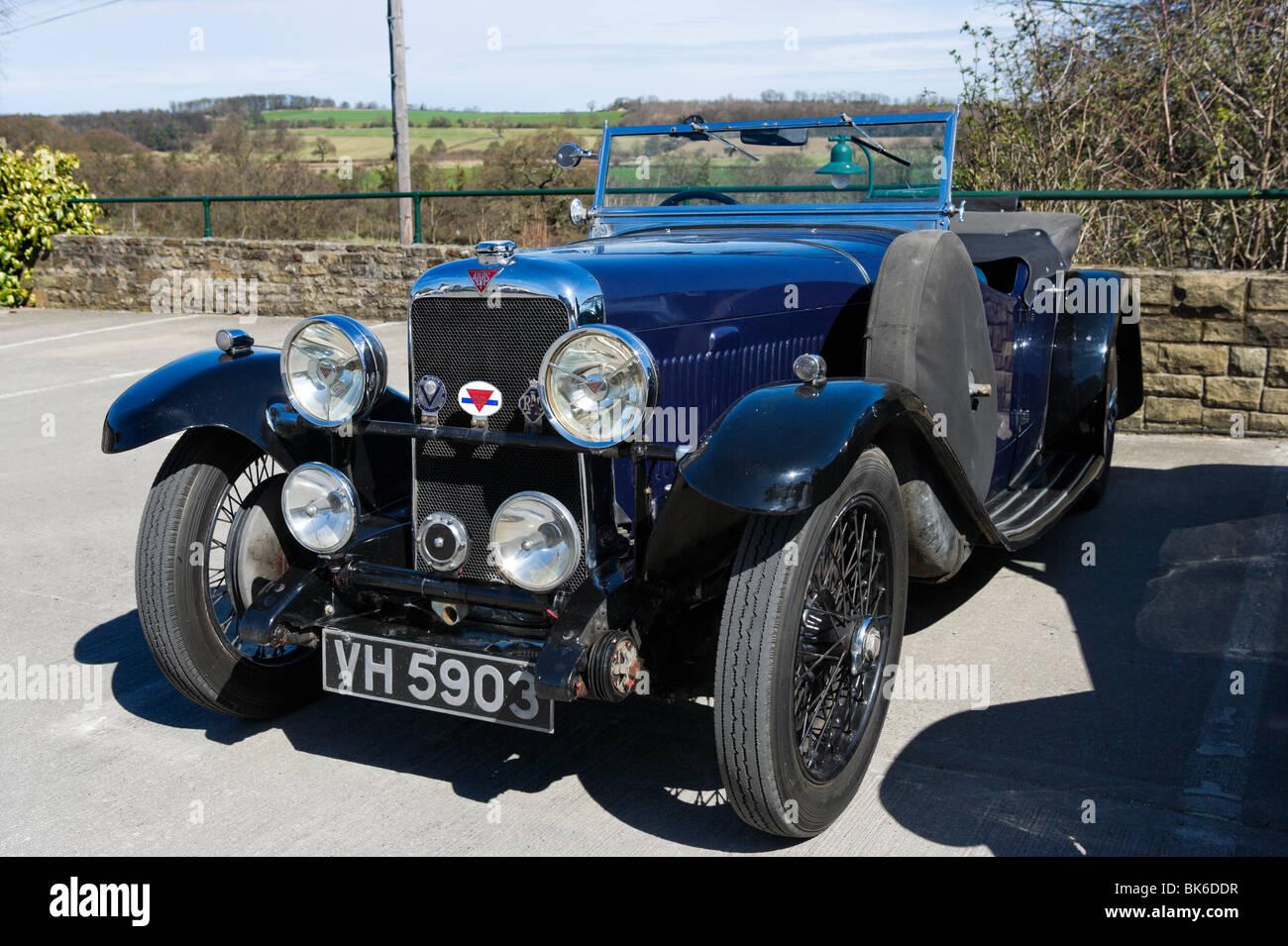 Un clásico Alvis coches en los valles de Yorkshire, Inglaterra Imagen De Stock