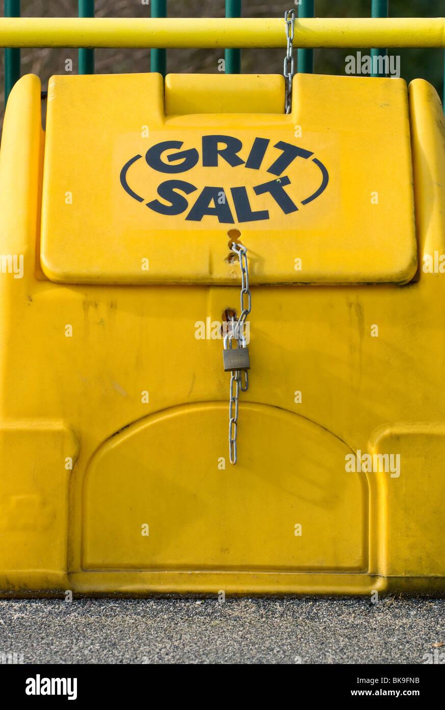 yellow grit bin imágenes de stock & yellow grit bin fotos de stock