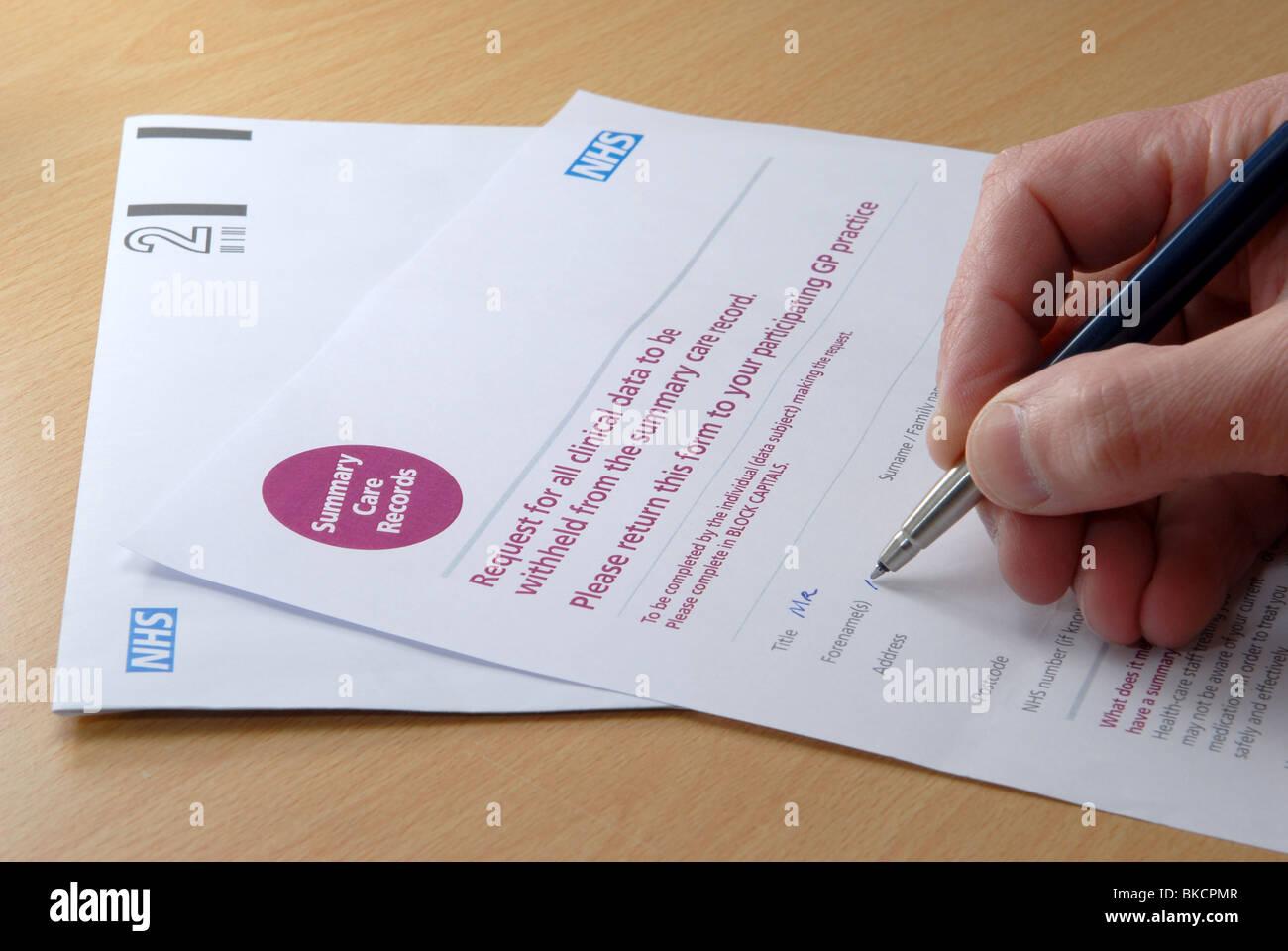 Completar el formulario para solicitar todos los datos clínicos sean retenidos desde los gobiernos resumen Imagen De Stock