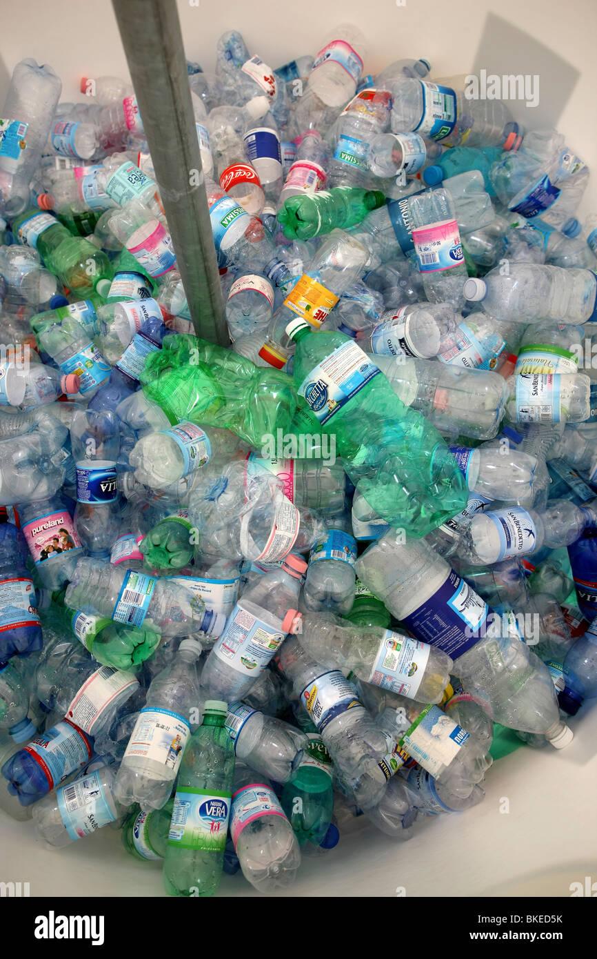 Reciclado, botella de plástico, la contaminación, la ecología Imagen De Stock