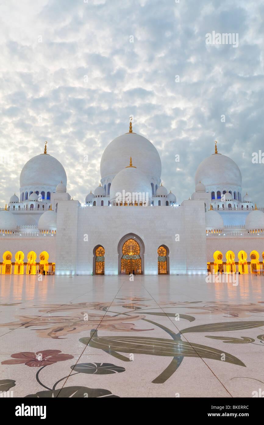 El Jeque Zayed Bin Sultan Al Nahyan Mezquita, Abu Dhabi, Emiratos Árabes Unidos, EAU Imagen De Stock