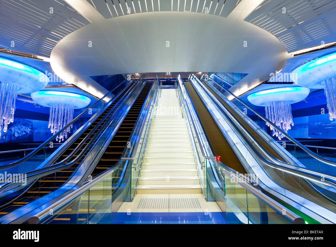 La estación de Metro de Dubai, un diseño interior moderno, inaugurado en 2010, Dubai, EAU, Emiratos Arabes Imagen De Stock