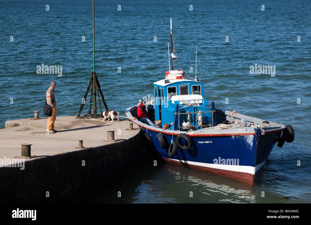 Día de viaje en lancha al embarcadero de la isla Caldey Gales pembrokeshire UK Imagen De Stock
