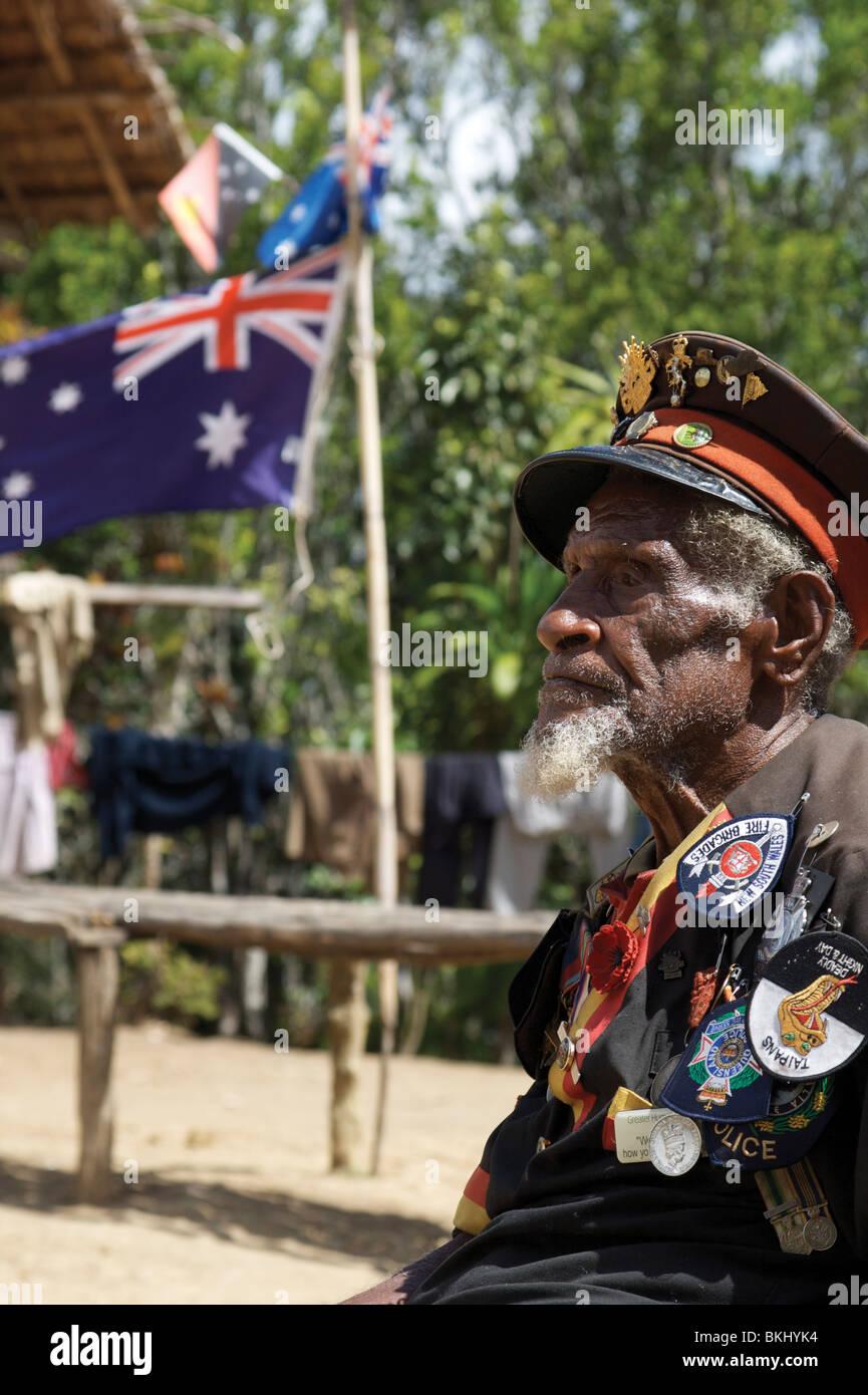 Señor Ovuri Indiki, uno de los últimos supervivientes Fuzzy-Wuzzy 'Ángeles' que apoyaron Imagen De Stock