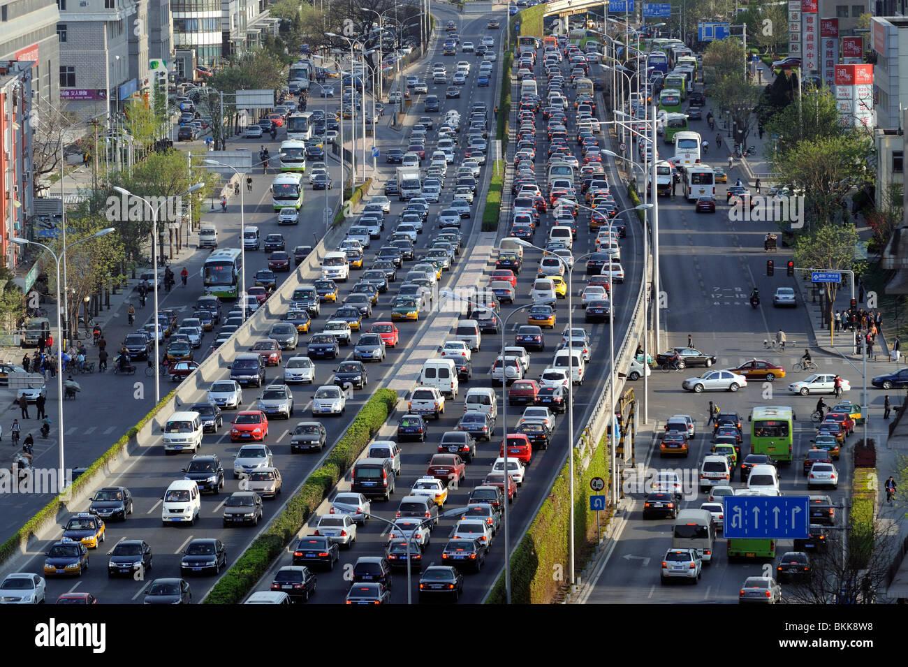 Atasco de tráfico en el centro de Beijing, China. 30-Apr-2010 Imagen De Stock