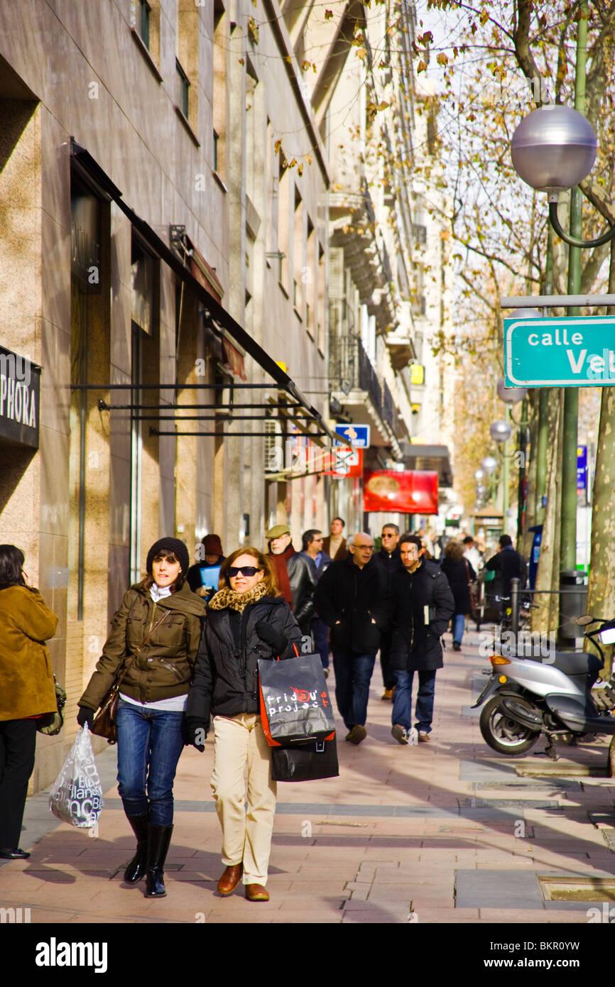 En la zona comercial de Serrano, Madrid el primer fashion shopping street. España Imagen De Stock